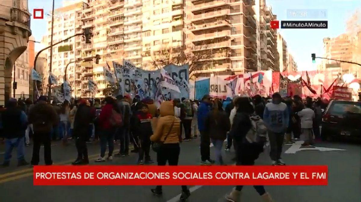 Cientos de personas se reunieron en Las Heras y Pueyrredón para protestar contra la visita a Lagarde