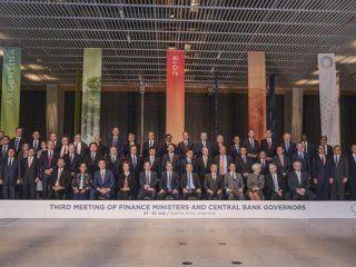 El ministro de Hacienda, Nicolás Dujovne, en la foto de familia de la  tercera reunión de ministros de Finanzas y presidentes de Bancos  Centrales del G20