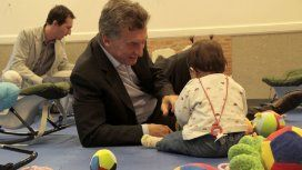 Mauricio Macri durante una de sus visitas a un jardín de infantes