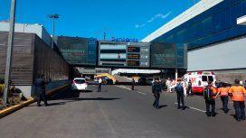 Conmoción en el aeropuerto de México: un hombre se quitó la vida a la vista de todos