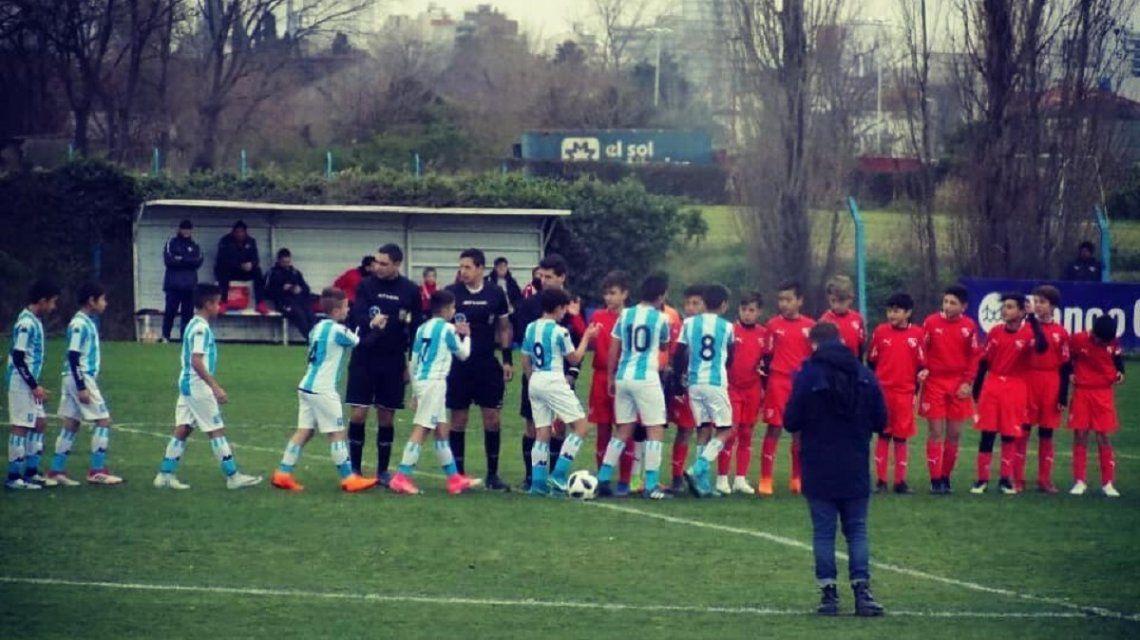 Las infantiles de Racing e Independiente se enfrentaron en el Predio Tita