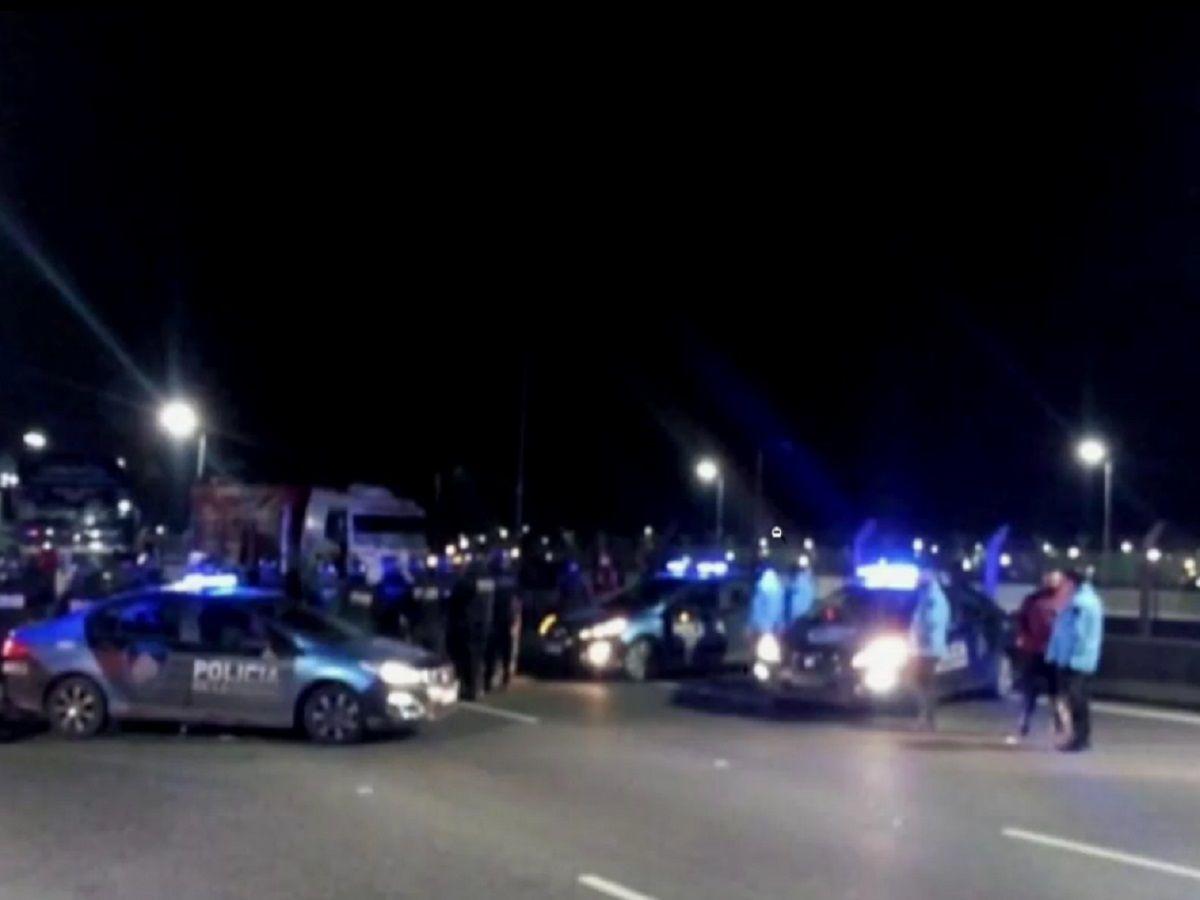 Camioneros autoconvocados cortan el tránsito en Lugones y Dorrego y en la autopista Illia