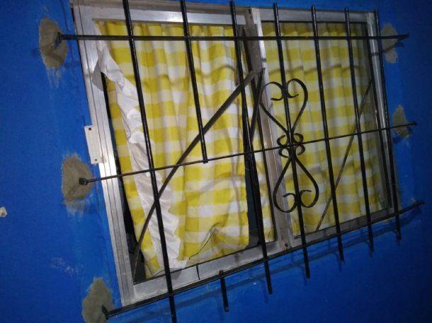 Uno de los balazos entró por la ventana e hirió a la nena de ocho años. Foto: Perspectiva Sur.