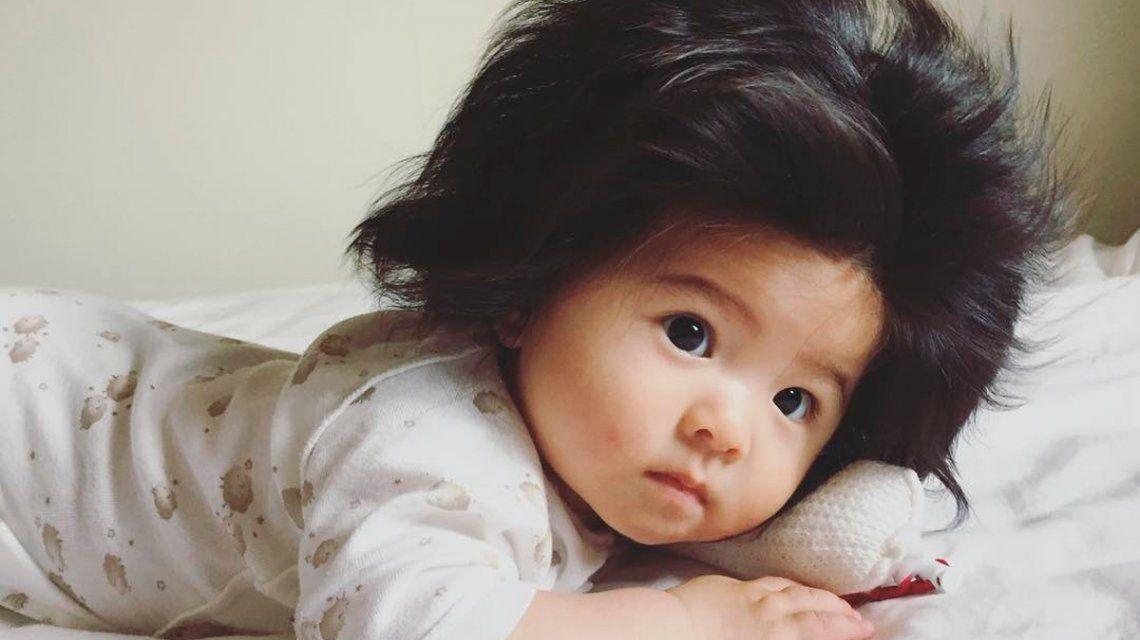 La beba tiene siete meses y una hermosa cabellera