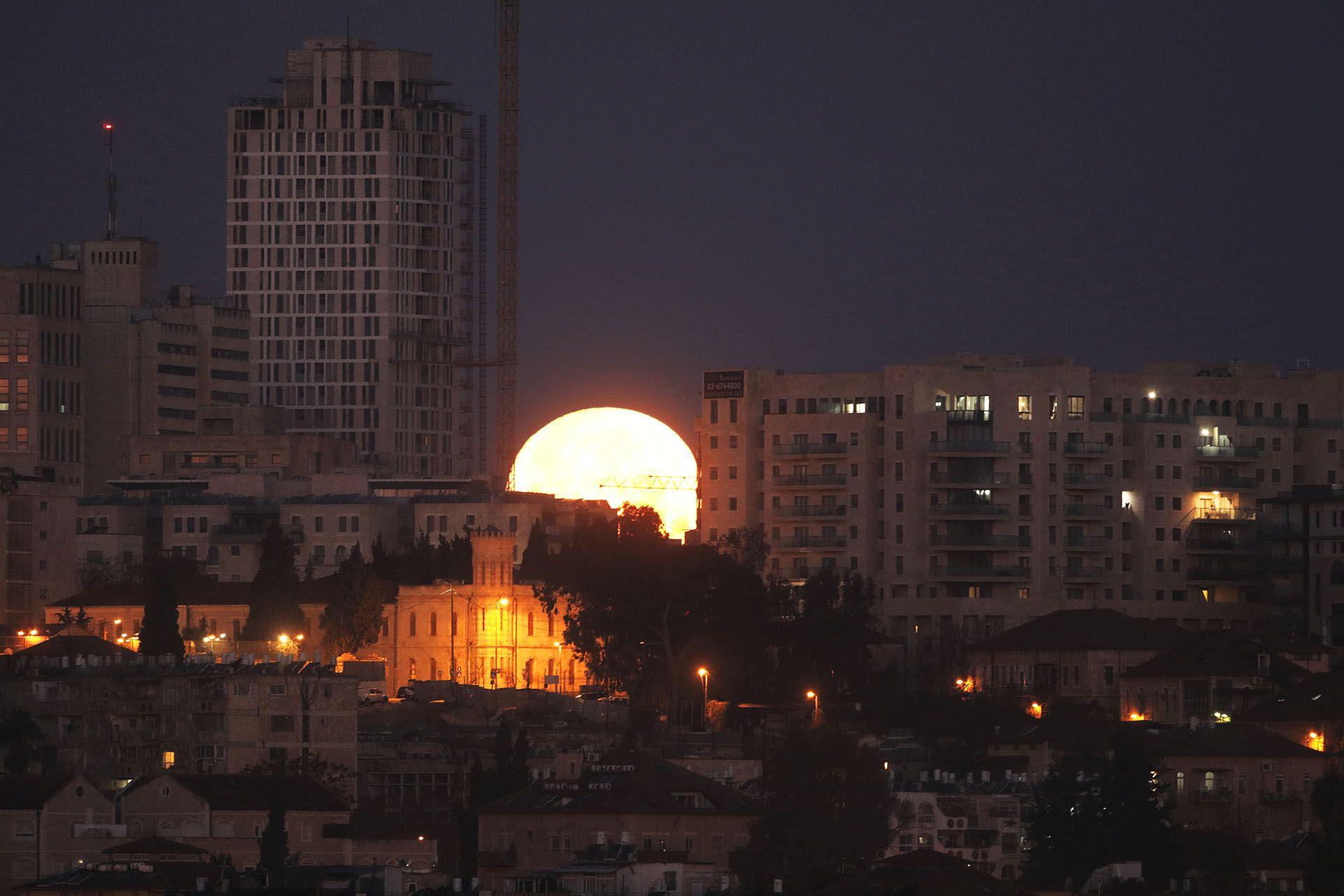 El eclipse total de luna más largo del siglo XXI se verá este viernes