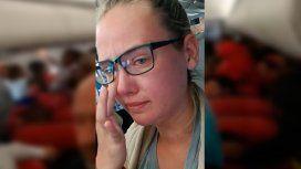 Una joven impidió el despegue de un avión para frenar la deportación de un refugiado