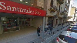 Insólito asalto en un banco en Monserrat: el ladrón usó una hoja de papel