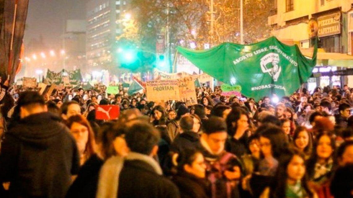 Chile: apuñalaron a tres chicas por haberse manifestado a favor del aborto libre