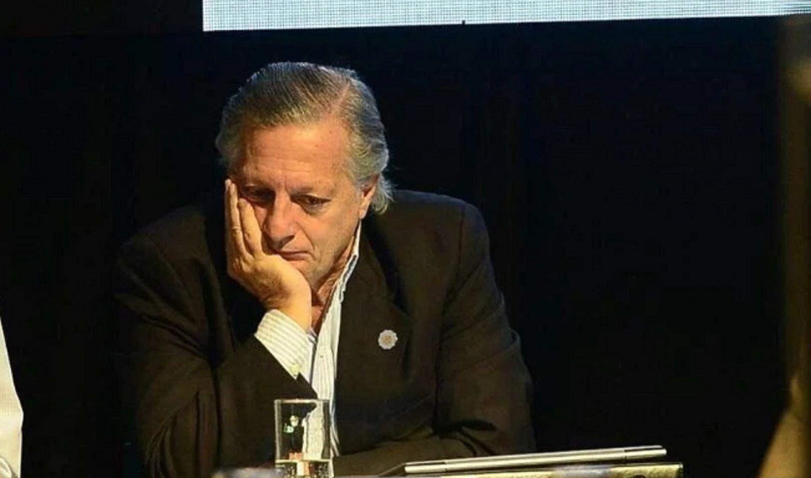 El ex ministro Aranguren fue a dar una charla y se le cortó la luz
