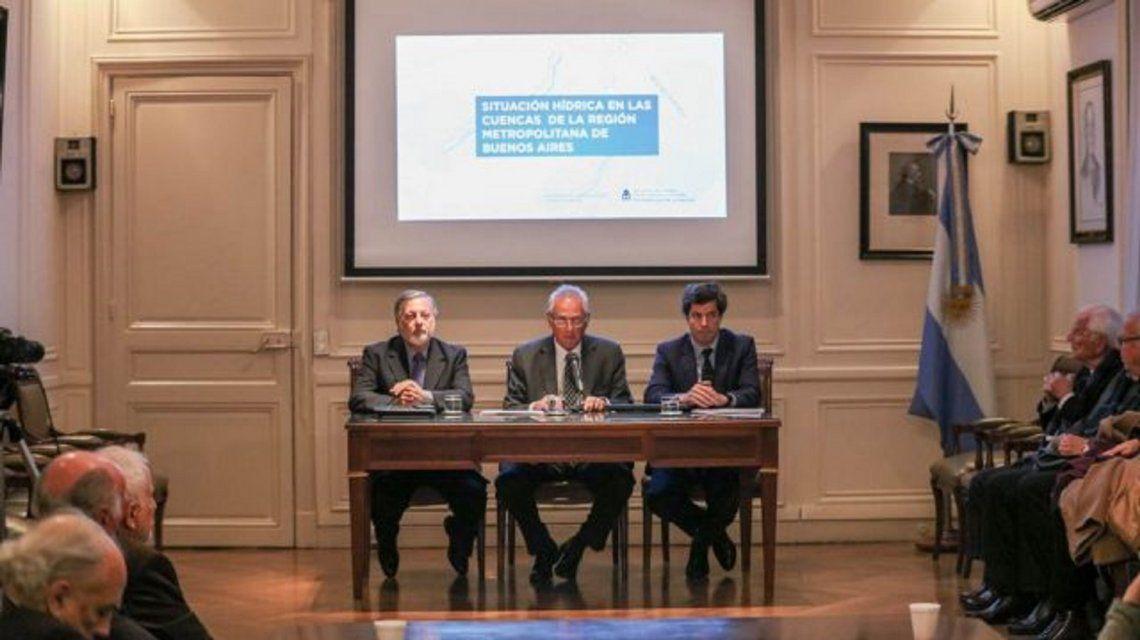 El ex ministroAranguren tuvo complicaciones con su presentación.