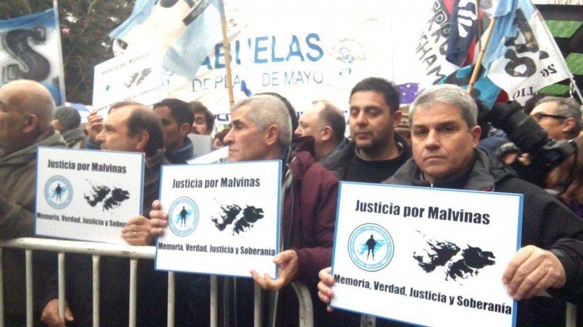 Marcha contra las Fuerzas Armadas en seguridad interna - Crédito: @abuelasdifusion