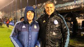 Luis Ventura con Juan Manuel Lugones bajo la lluvia