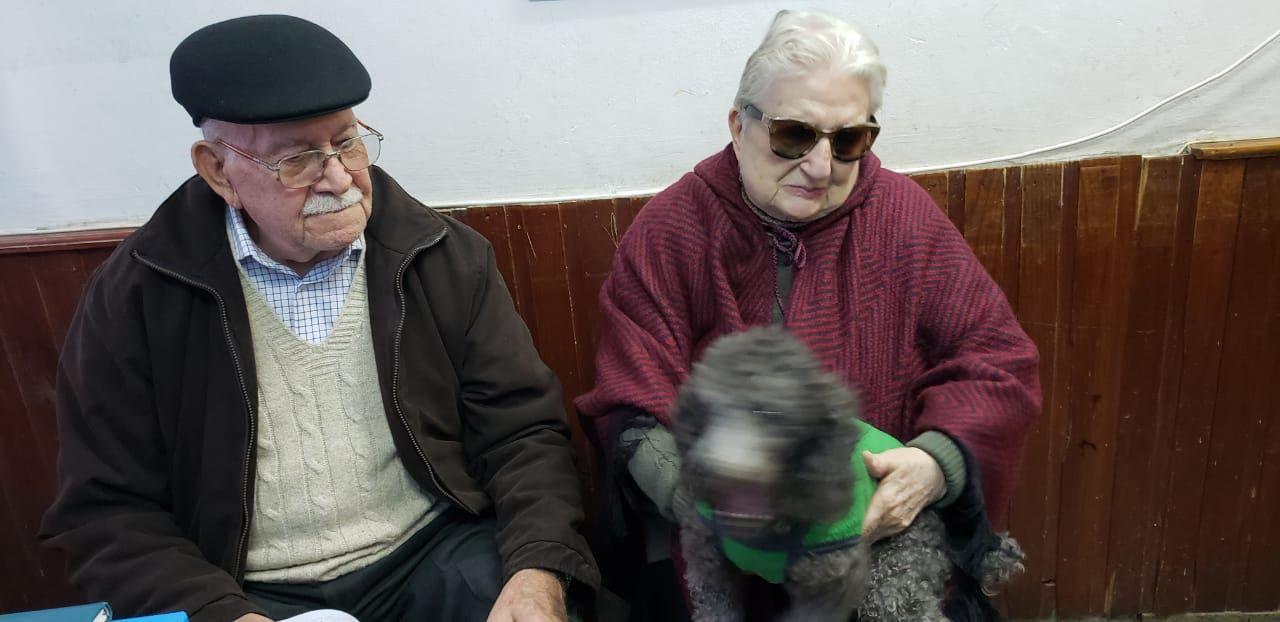 Final feliz: la pareja de jubilados de Mar del Plata recuperó la perrita perdida