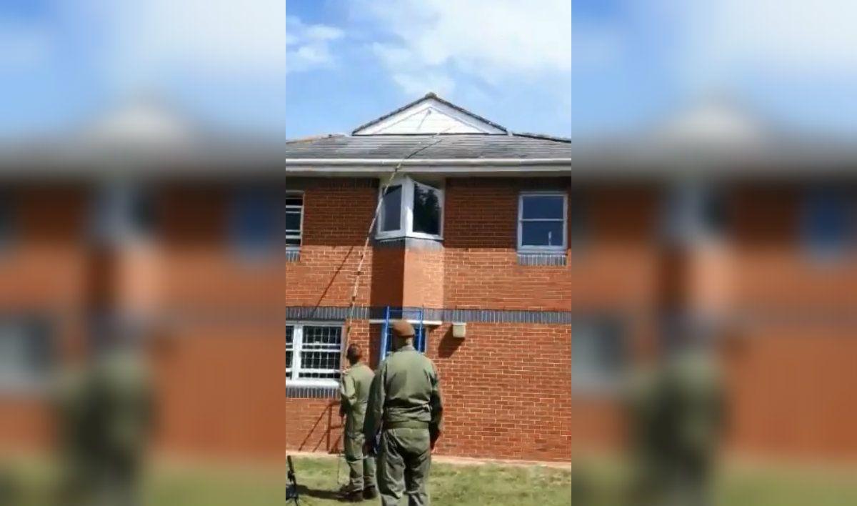 El Ejército británico quedó de rodillas por la aparición de un pene de plástico