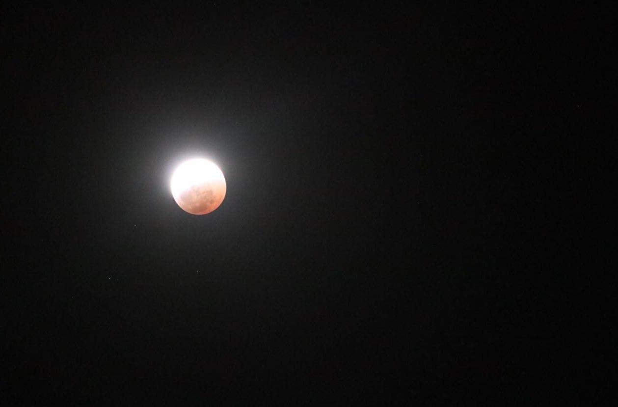 Eclipse de Luna roja - Crédito: @ZuzileMkhize