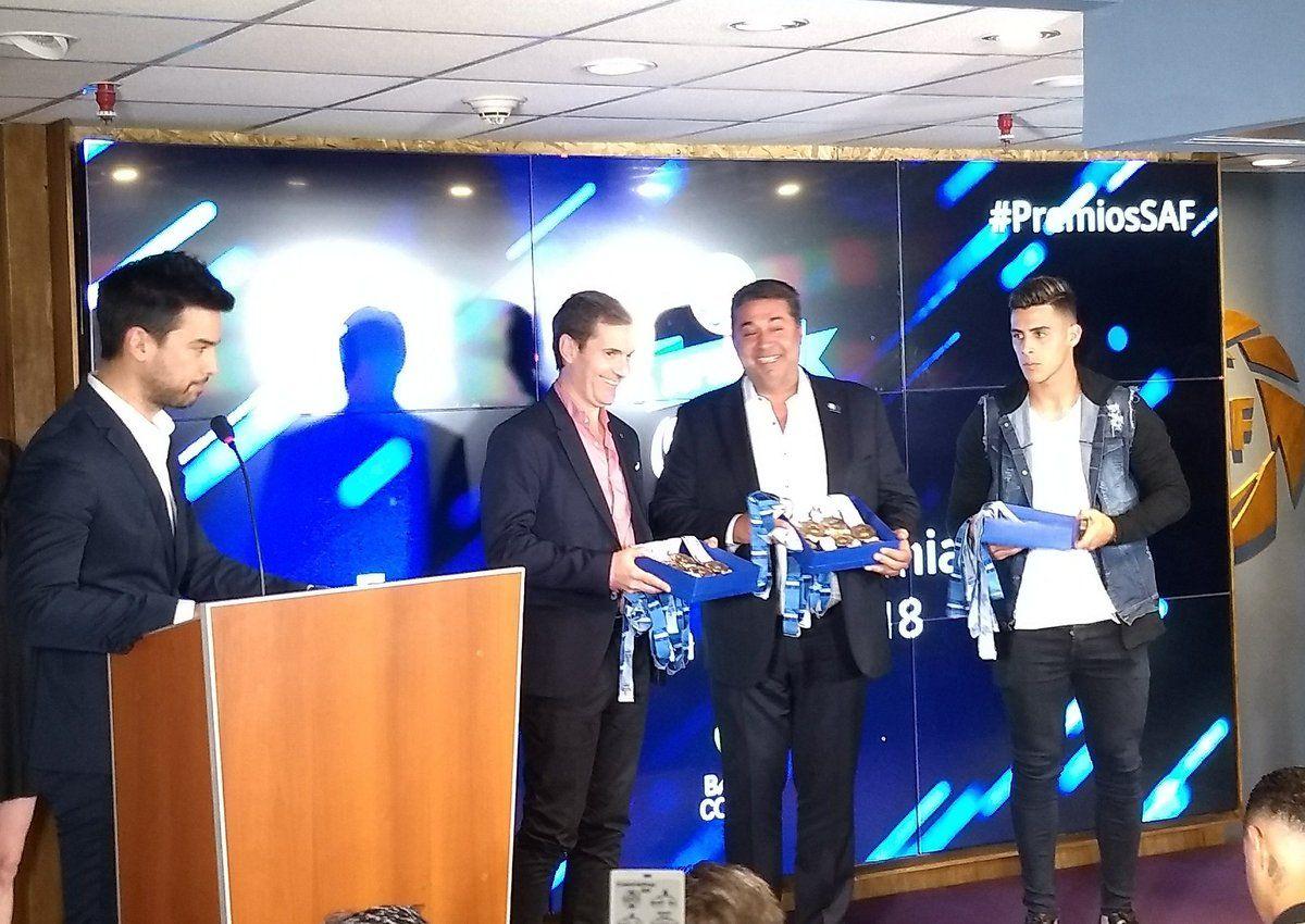 Premios Superliga con Angelici y Pavón - Crédito: @argsaf