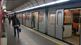 Ola de calor en Europa: reparten desodorantes contra el mal olor en el subte