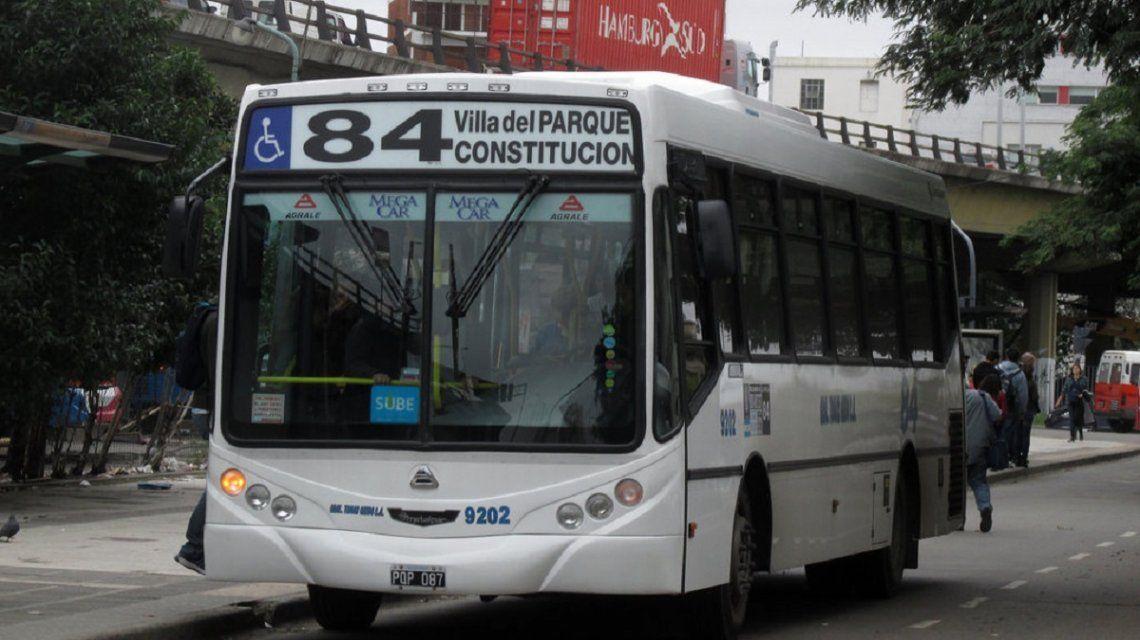 La línea 84 une Constitución con Villa del Parque