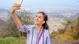 Ya tenemos excusa: las selfies hacen que nos veamos más narigones