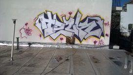El grafiti que realizó la víctima, antes de morir.