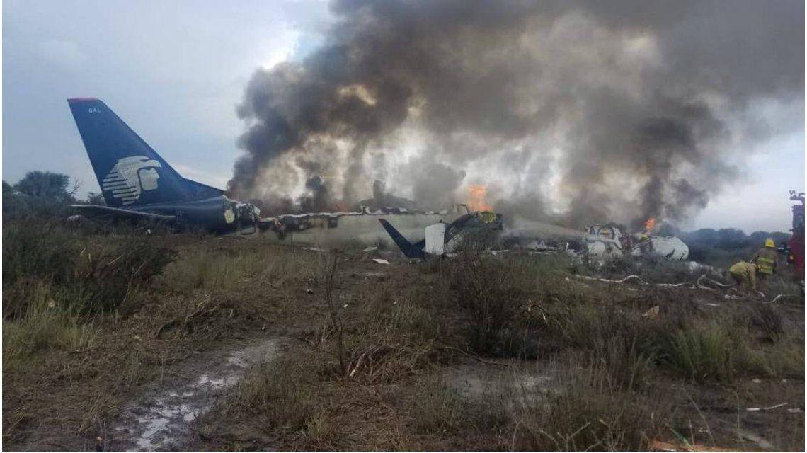 El aviòn llevaba 100 personas a bordo; no hay muertos