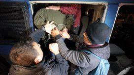 Así trasladaban a uno de los seis detenidos