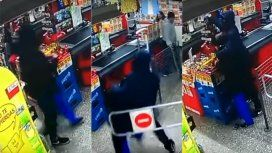 Asaltó un supermercado con una nena como escudo