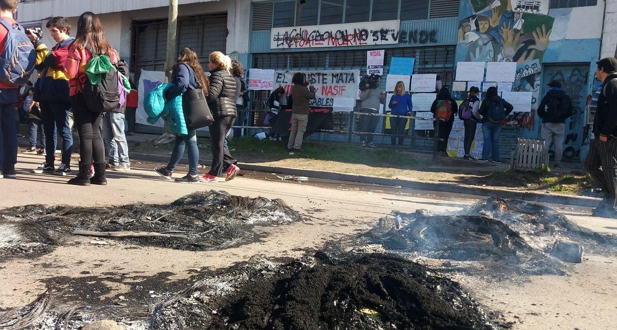 Docentes y auxiliares denuncian que se llevaron expedientes del Consejo Escolar de Moreno