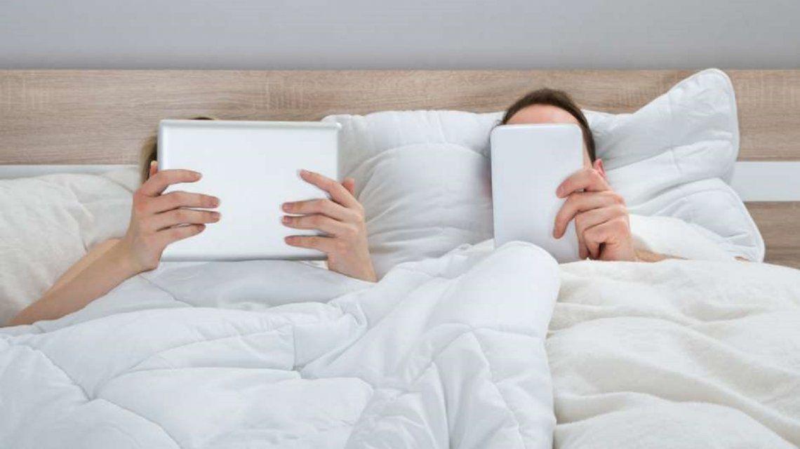 ¿Netflix mata cama? Expertos aconsejan un apagón digital para tener más sexo