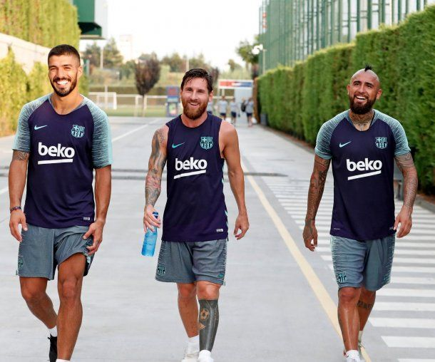 Luis Suárez, Messi y Arturo Vidal en Barcelona - Crédito: messi.com