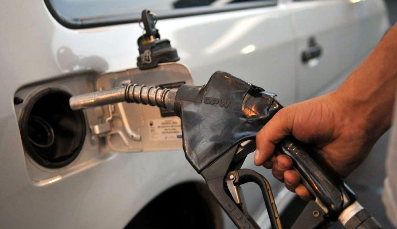 Por la suba del dólar, habría un nuevo aumento de la nafta de al menos el 10%