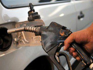 por la suba del dolar, habria un nuevo aumento de la nafta de al menos el 10%