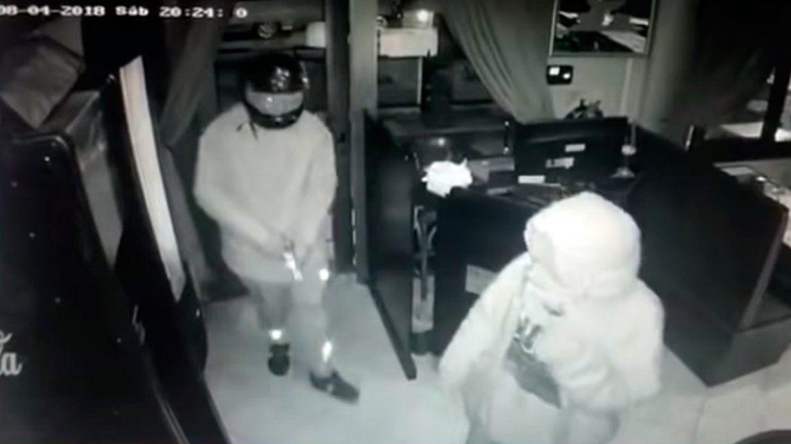 Así ingresaron los delincuentes al local
