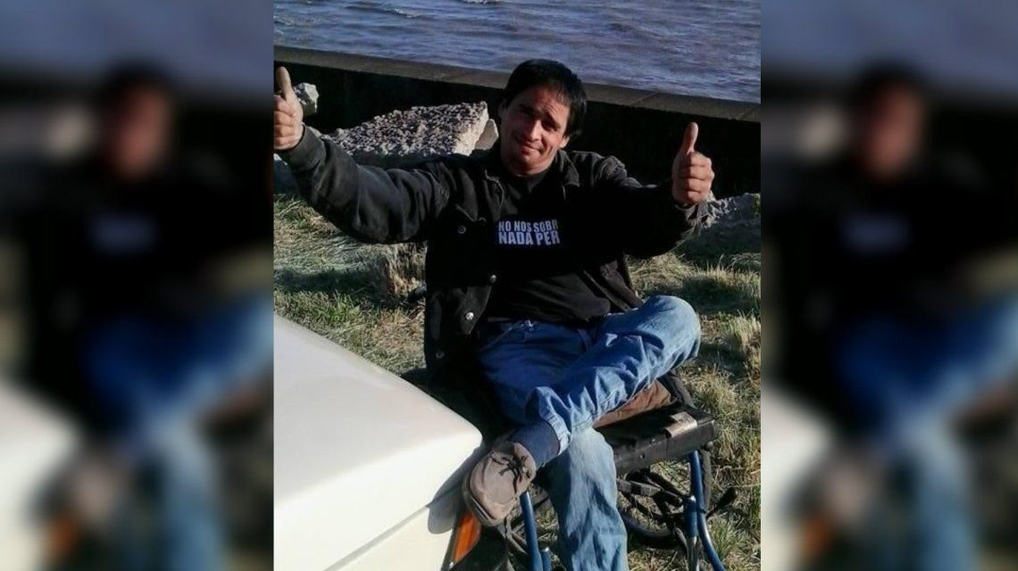 Un hombre mató a otro a puñaladas y escapó en su silla de ruedas
