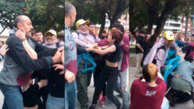 Manifestantes provida golpearon a jóvenes que llevaban pañuelos verdes
