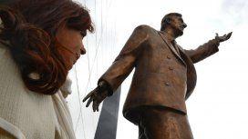 Ecuador: sacarán la estatua de Néstor Kirchner de la sede de la Unasur