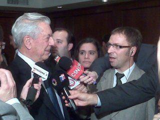 Gustavo Valenza con Mario Vargas Llosa