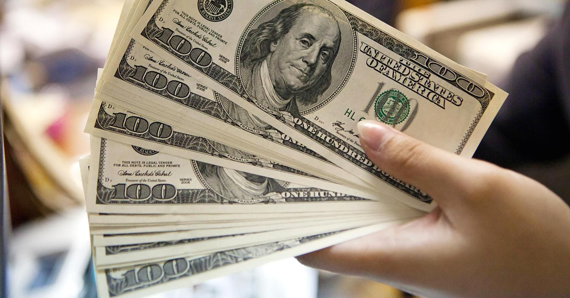 Por Brasil, el dólar saltó 15 centavos y roza los $31