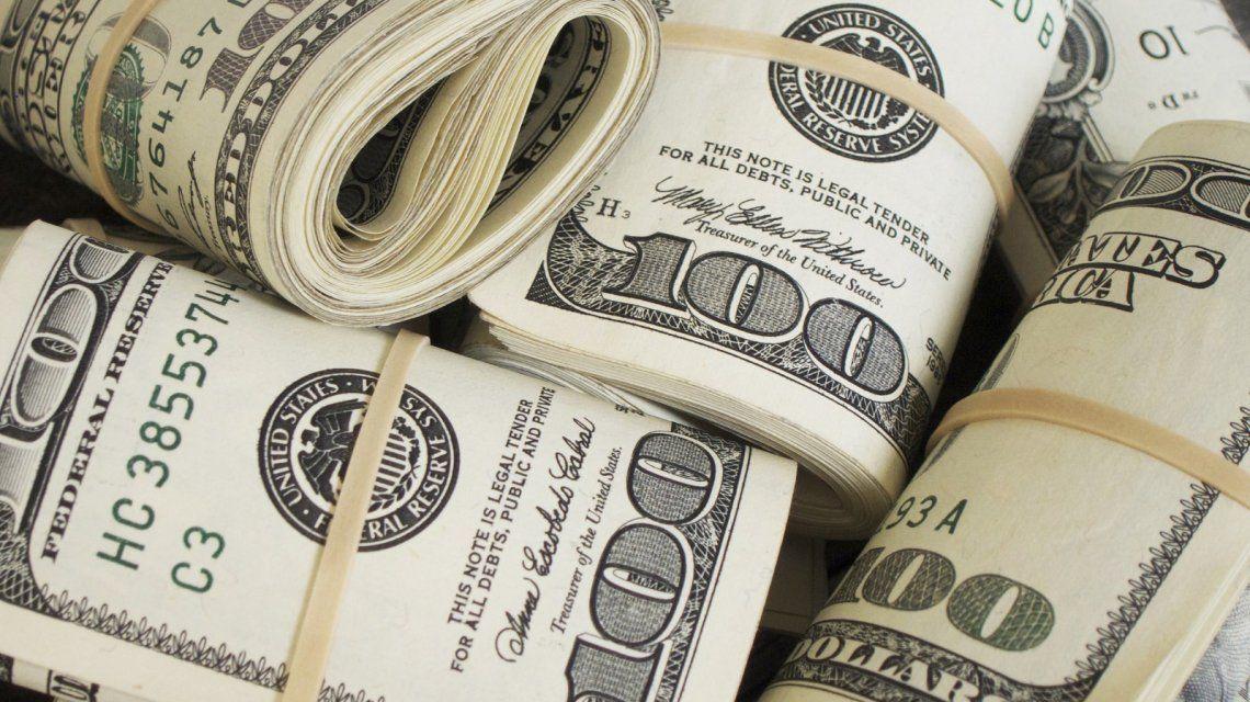 El dólar baja en el segundo día de la banda de flotación