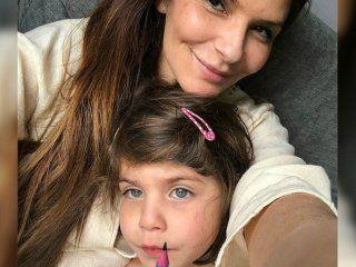 Holman y su hija de cuatro años, Bibi, están bajo arresto en Dubai desde el 13 de julio