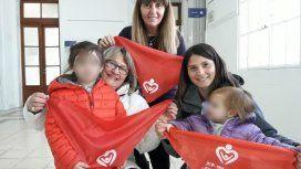 Pañuelos rojos para cambios en la ley de adopción - Crédito: Facook Andrea Petrone