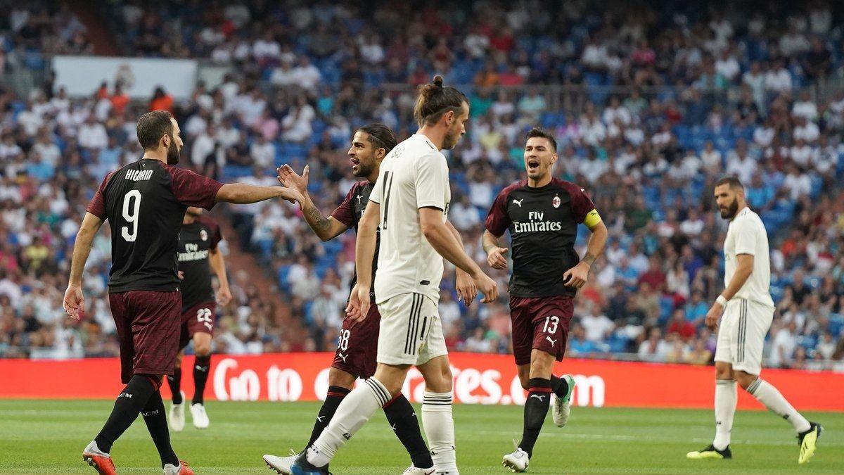 Higuaín en Milan contra Real Madrid - Crédito:@acmilan