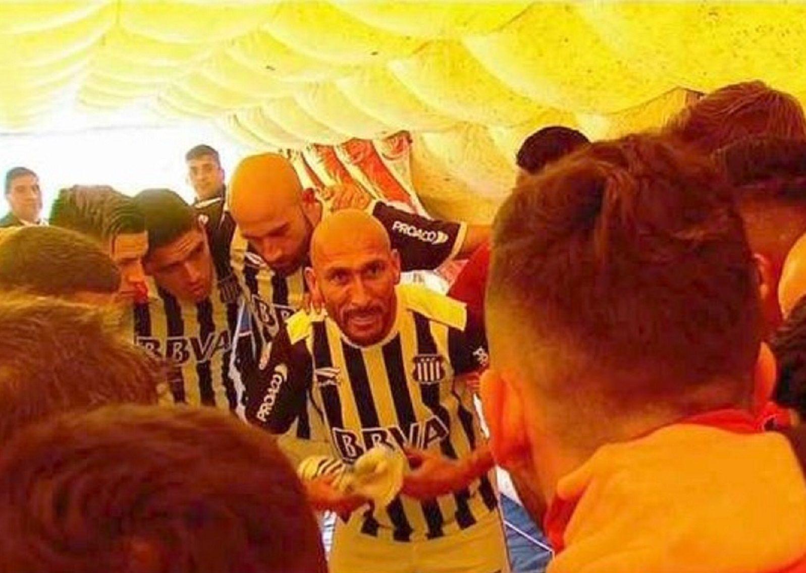 Hay que tener huevitos para jugar al fútbol: la arenga del Cholo Guiñazú en la Bombonera