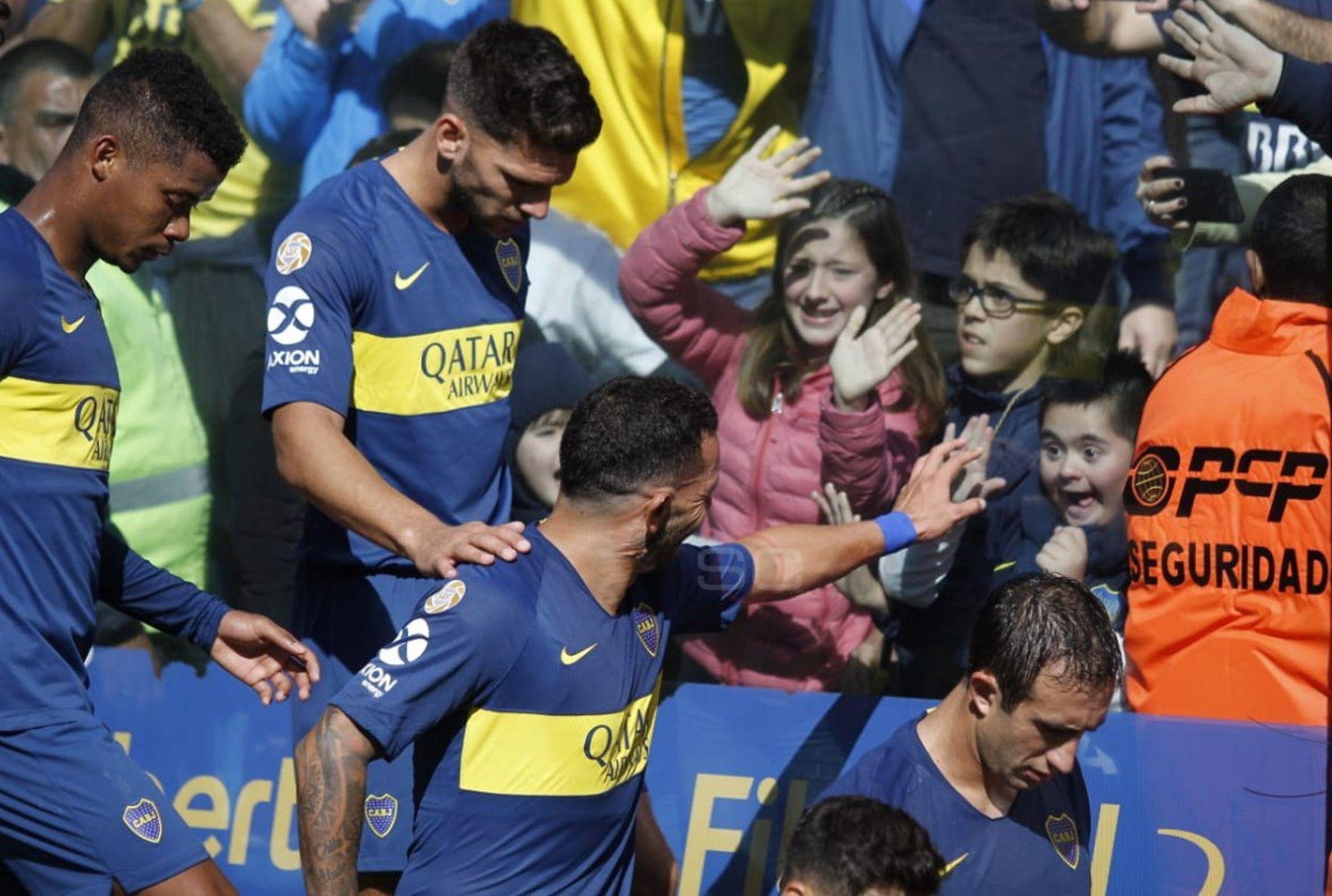 El gesto de Tevez que hizo feliz a un nene en la Bombonera