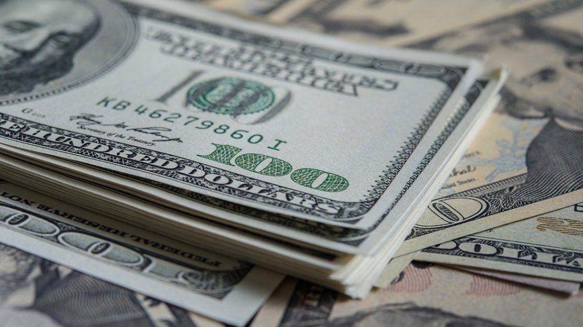 El dólar baja por quinto día consecutivo y se vende a $37,90