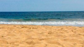 Mil maneras de morir: se metió en un pozo en la arena, subió la marea y se ahogó
