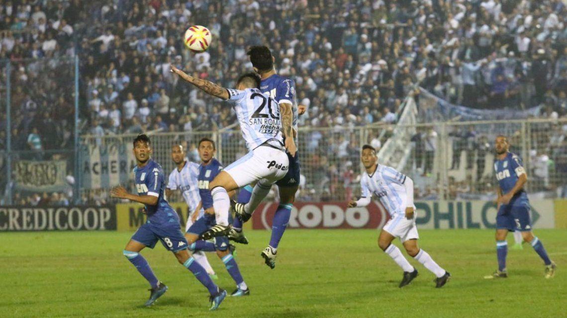 Atlético Tucumán le empató a Racing tras un 0-2 y casi lo gana al final