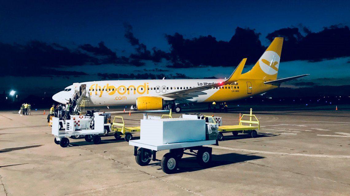 Otra falla en un vuelo de Flybondi: iba de Iguazú a Mendoza y aterrizó en Córdoba