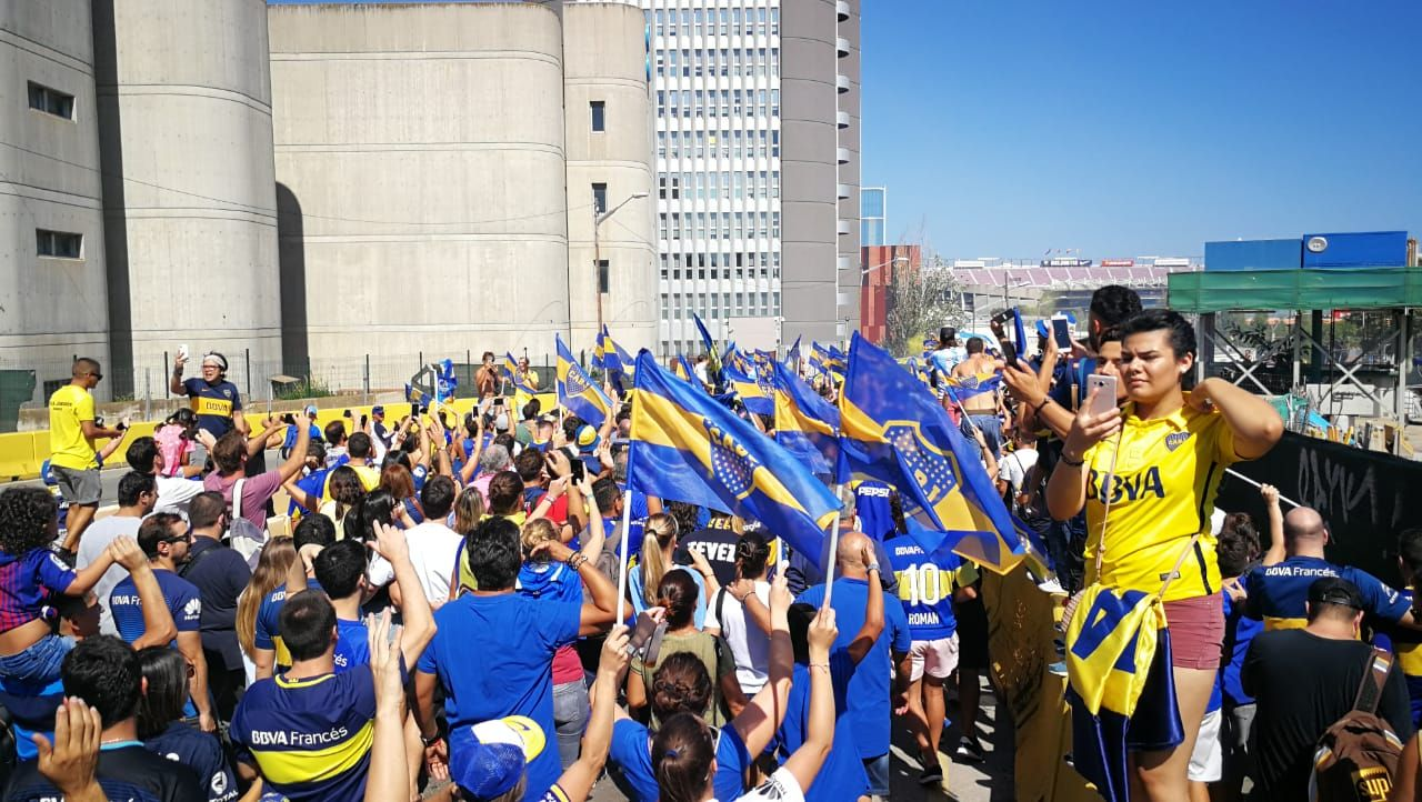 VIDEO: Así fue la llegada de los hinchas de Boca a la cancha del Barcelona