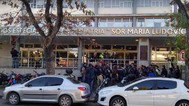 Una policía amamantó a un bebé internado en un hospital de La Plata y la foto se viralizó